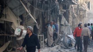 Район в восточном Алеппо после очередной бомбардировки