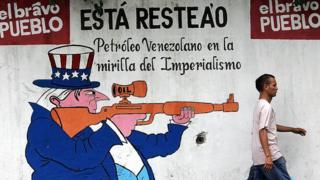 Un mural propagandístico pintado en Caracas