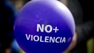 بسیاری از فعالان اجتماعی در شیلی نسبت به خشونت علیه زنان معترضند