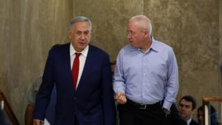 یوآو گالانت، وزیر مسکن اسرائیل در کنار بنیامین نتانیاهو، نخست وزیر