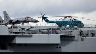 辽宁号航母上的直-18运输直升机(7/7/2017)