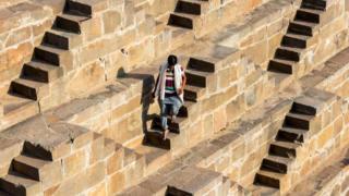 印度、阶梯水井、水、井、月亮井(图片来源:Alex Ogle/Getty)