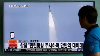 A man in Seoul watches a TV report about North Korea's missile launch (31 May 2016)