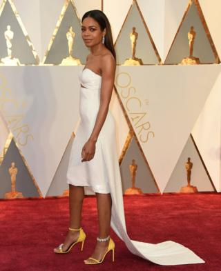 Naomie Harris arrives at the Oscars