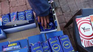 Des préservatifs distribués à Soweto lors de la Coupe du Monde de juin 2010