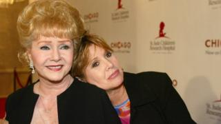 Debbie Reynolds with her daughter and fellow actress Carrie Fisher in 2003