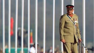 Pakistan's Army Chief of Staff, Lt-Gen Qamar Javed Bajwa, arrives to attend a Pakistan Day military parade in Islamabad, Pakistan, (23 March 2017)