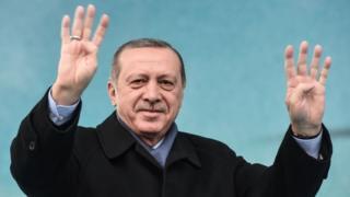 Perezida Erdogan arashaka kongera ububasha bwe muri kamarampaka yo mu kwei kwa Kane