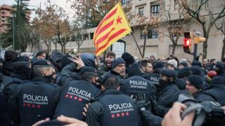"""Spanish demonstrators scuffle with members of the Catalonian regional Police (Mossos d""""Esquadra) outside of the Lleida Museum, in Lleida, Catalonia"""