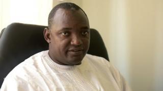 Malgré une large majorité au parlement, le nouveau président gambien doit encore faire ses preuves