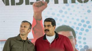 Tareck El Aissami junto a Nicolás Maduro.