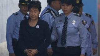ソウル中央地裁に到着した朴被告(23日)
