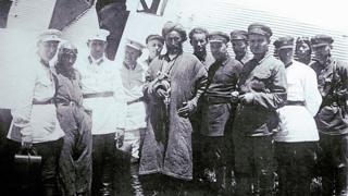Плененный Ибрагим-бек в окружение чекистов специальной оперативной группы
