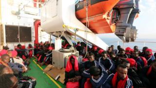 İtalya kıyısındaki göçmenler