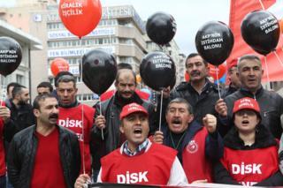 DİSK'e bağlı işçilerin 25 Şubat'ta gerçekleştirdiği bir eylemden
