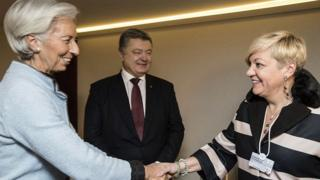 Директор-розпорядник МВФ Крістін Лагард, президент України Петро Порошенко, голова НБУ Валерія Гонтарева