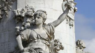 প্যারীসের প্লাস দেলা রিপাবলিকে ম্যারিয়ানের প্রস্তরমূর্তি
