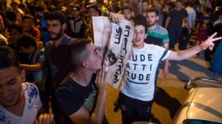 المظاهرات تمتد لعدة مدن مغربية احتجاجا على القبض على الزفزافي