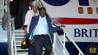 Bawumia as e dey come down from plane