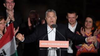El primer ministro húngaro Viktor Orbán tras anunciarse los resultados parciales de las elecciones de este domingo en Budapest.