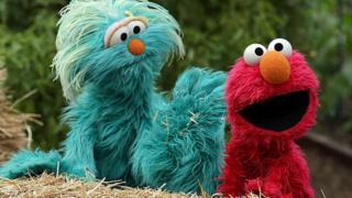 Sesame Street Elmo na Rosita