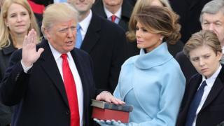 ترامب أثناء تأديته قسم تولي رئاسة الولايات المتحدة الأمريكية