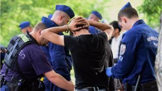 Macaristan sınırında mülteciler