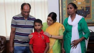 Sonu and his parents met Foreign Minister Sushma Swaraj on Thursday