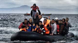 مهاجرون في قارب