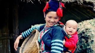 Bức 'Mặt trời của mẹ' của ông Vũ Quốc Khánh từng đoạt giải Đặc biệt Cuộc thi ảnh toàn quốc 1991.
