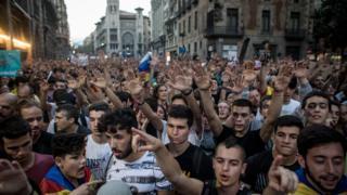 加泰罗亚举行独立公投后首府巴塞罗那爆发示威