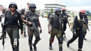 Police dey waka de go for road