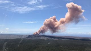 Ash spews from the Puu Oo crater on Hawaii's Kilauea volcano on 3 May 2018 in Hawaii Volcanoes National Park