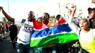 Des Gambiens jubilent en janvier à Dakar