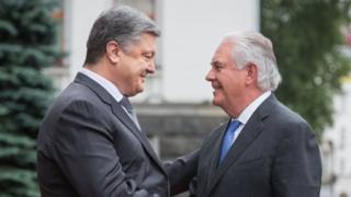 Президент Украины Петр Порошенко и государственный секретарь Соединенных Штатов Америки Рекс Тиллерсон во время встречи в Киеве