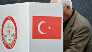 A man casts his vote for the Turkish constitution referendum, in the Turkish consulate general in Cologne, Germany, 27 March 2017
