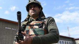 कश्मीर में तैनात सुरक्षाबल