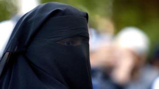 一位身着尼卡伯(niqab)的穆斯林女性