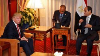 Donald Trump (solda) ve Abdülfettah el-Sisi (sağda). New York (Eylül 2016)