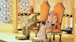 สมเด็จพระราชาธิบดี และสมเด็จพระราชินี
