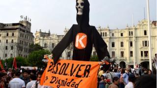 Anti-Keiko Fujimori protesters march through the streets of central Lima (5/4/16)