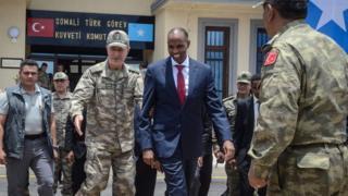 Genelkurmay Başkanı Hulusi Akar ve Somali Başbakanı Hasan Ali Hayri (sağda)