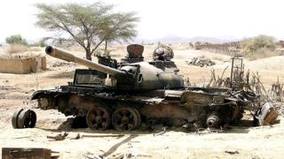 An Eritrean tank destroyed in a battle with Ethiopian troops last week sits near the strategic southwestern Eritrean town of Barentu 20 May 2000