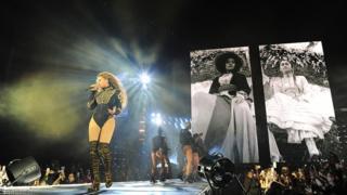 Beyonce durante un concierto en Miami