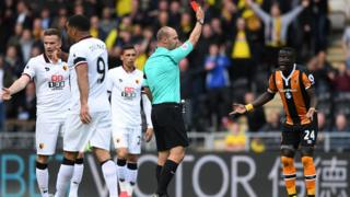 Baye Oumar Niasse surpris du carton rouge brandi par l'arbitre samedi dernier lors du match contre Watford
