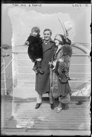 Tom Mix & family on Aquitania 1925