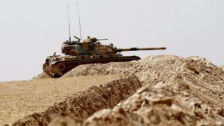 Türk Silahlı Kuvvetleri'ne ait tanklar Suriye sınırında.