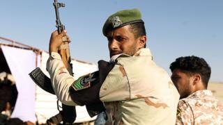Ces miliciens disent protester ainsi contre le silence des autorités libyennes sur de vieilles revendications.