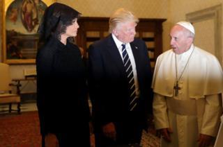 Donald y Melania Trump con el papa Francisco