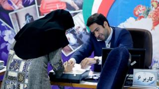 Woman registers her candidacy in Tehran (15/04/17)